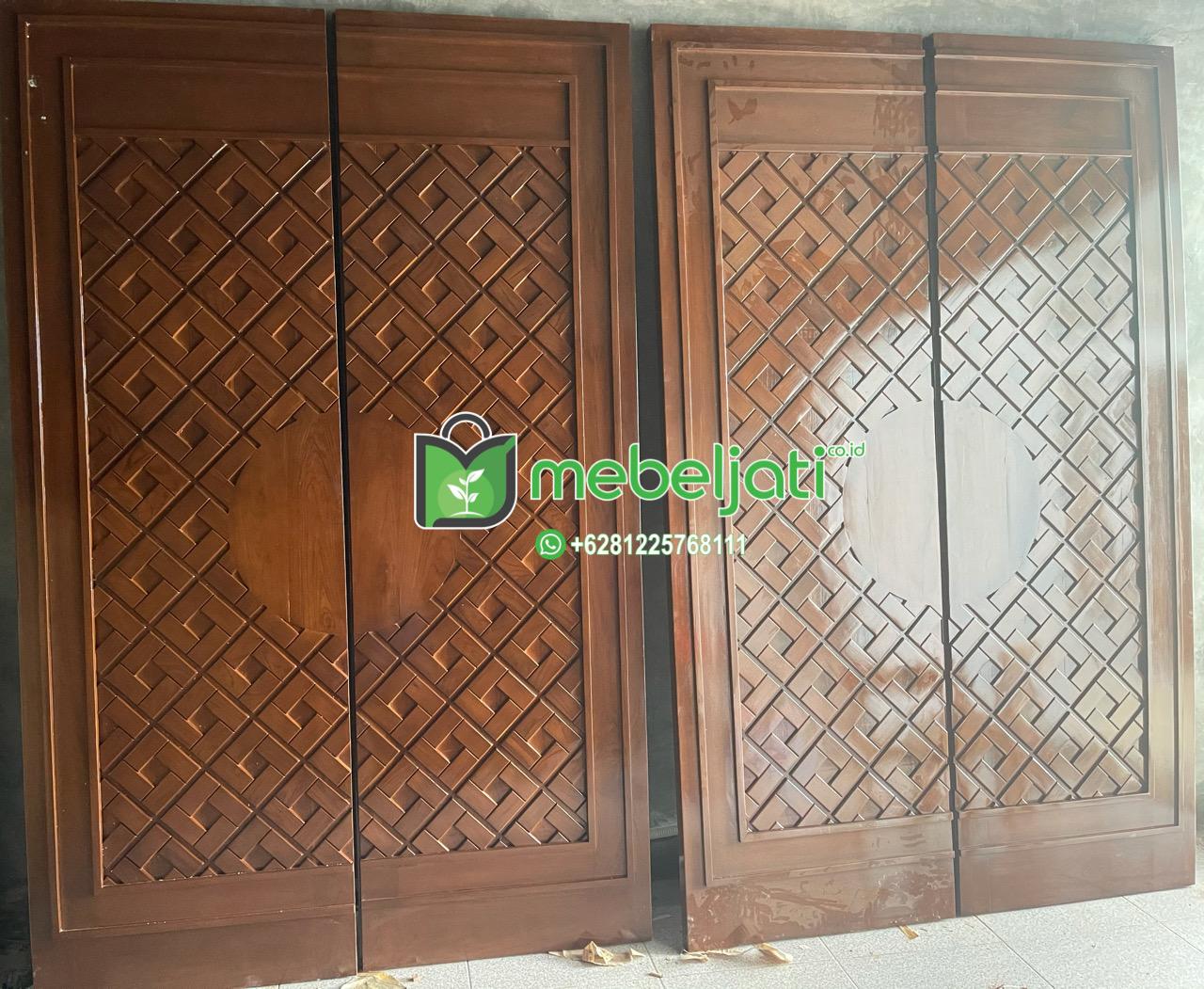 Pintu Masjid Nabawi Jati Sebelum Di Tempel Ukiran Dari Kuningan